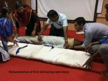 Image of first aid during neck injury